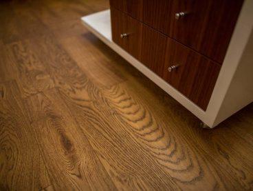 Masivní dřevěná podlaha