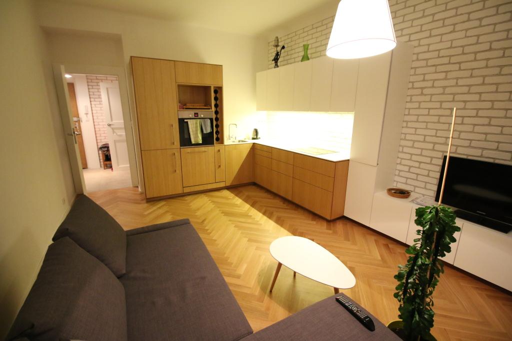 Čisté dubové lakované parkety – rekostrukce interiéru, Praha